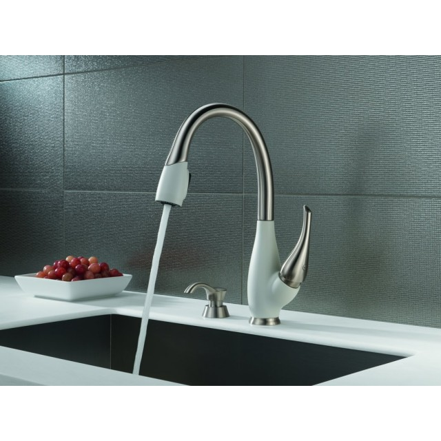 Delta Fuse Two-Tone Lead Free Single Handle Pull Out Kitchen Faucet