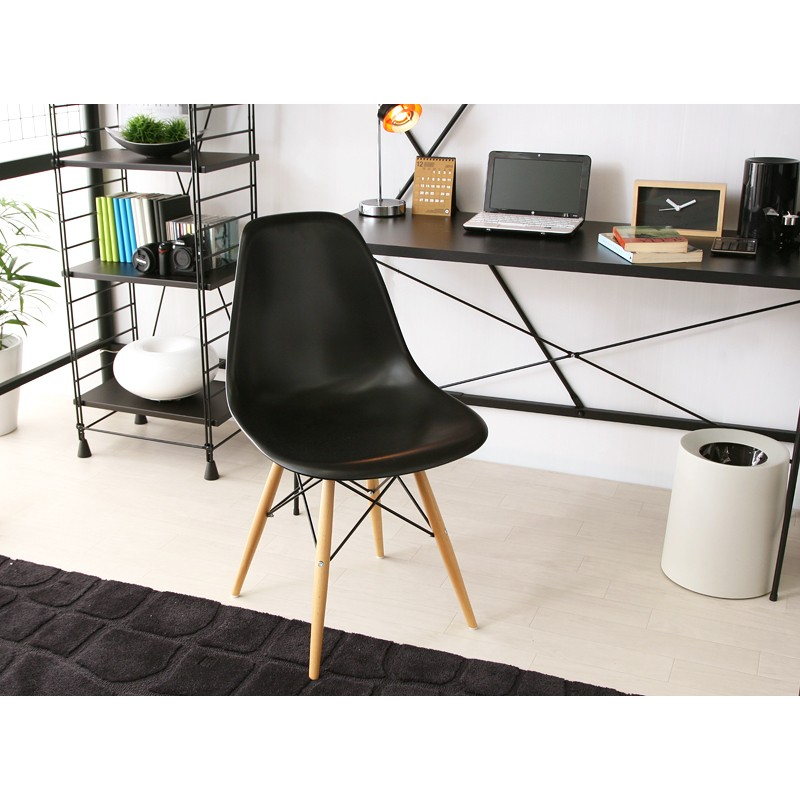 Set of 2 eames style dsw molded black plastic dining shell for Black plastic dining chairs