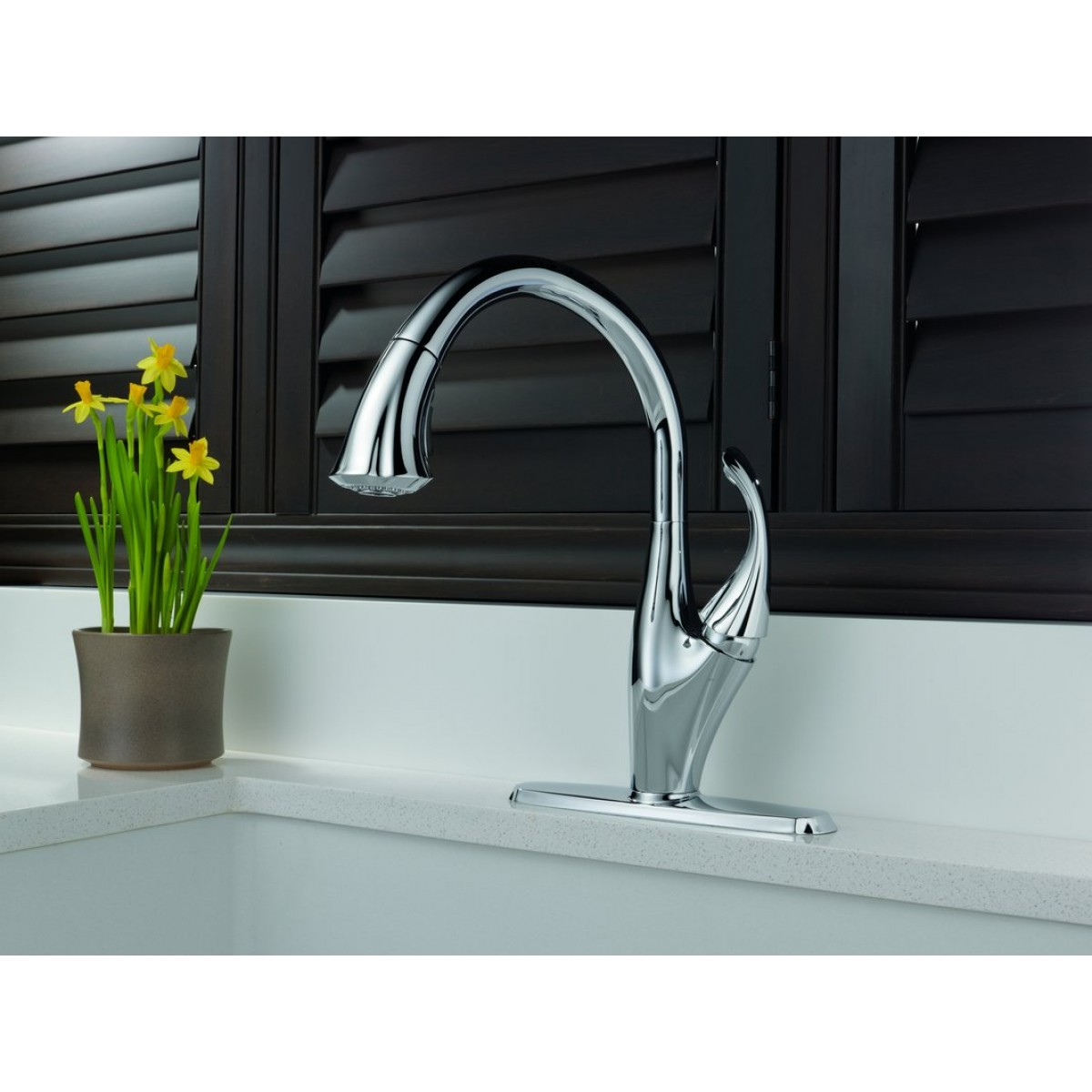 Delta Addison Lead Free Single Handle Pull Out Kitchen Faucet ...